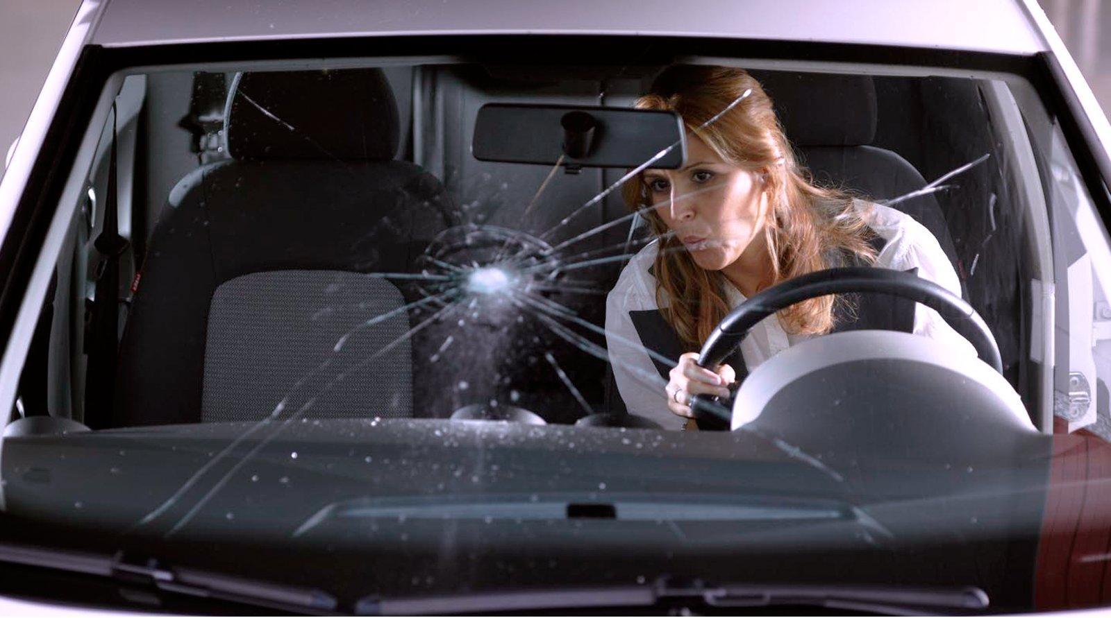 Если приехать на установку со своим автомобильным стеклом: выгодно ли это?