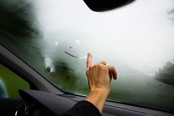 потеет стекло авто изнутри